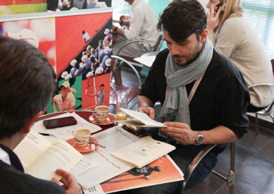 """Rendez-vous au bar de la presse, au matin du 26 mai 2015. Les journalistes accrédités pour suivre le tournoi découvrent que le jury du 3e Prix Denis-Lalanne a primé Franck Ramella, grand reporter à """"L'Équipe""""."""