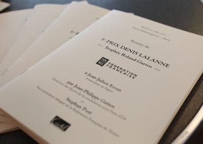 Le traditionnel livret de presse spécialement édité pour la remise du Prix. Afin de saluer Jean-Julien Ezvan et de pouvoir relire son article primé.