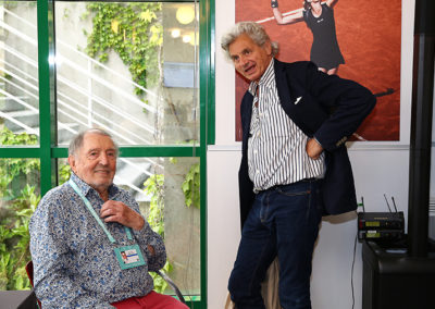 Comme l'on se retrouve ! Alain Frachon est venu apporter son amitié de juré à ce vaillant nonagénaire accrédité que demeure notre cher Denis Lalanne.