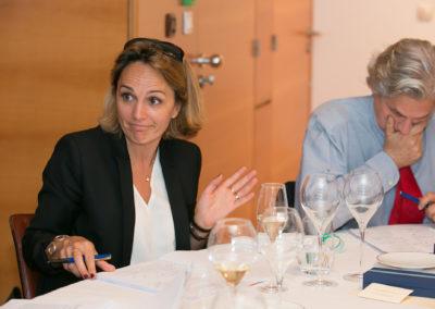 Fidèle à son habitude, Géraldine Pons lit, relit, souligne. Pour ce qui le concerne, Alain Frachon, revenu comme juré apporter sa grande connaissance du tennis et de la presse, semble avoir du mal à trancher.