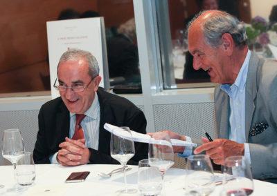 Savoir travailler sérieusement sans se prendre au sérieux ! Un vieil adage qui fait le bonheur de Jean Gachassin et d'Alain Deflassieux, l'ancien suiveur aux quarante-trois tournois de Roland-Garros !