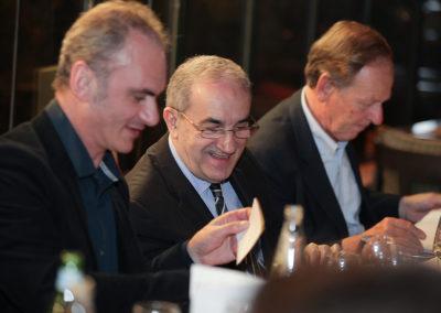 L'heure des votes ! Entre Gilles Van Kote et Patrice Clerc, Jean Gachassin peut témoigner, tout sourire, qu'il a déjà fait son choix.