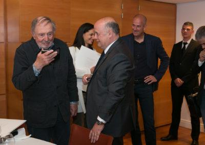 En dépit de l'heure tardive, Denis Lalanne n'a pas manqué de joindre Jean-Julien Ezvan, nouveau lauréat. Une joyeuse émotion partagée avec Bernard Giudicelli, Stéphanie Tortorici, Guy Forget et Jean-Philippe Gatien.