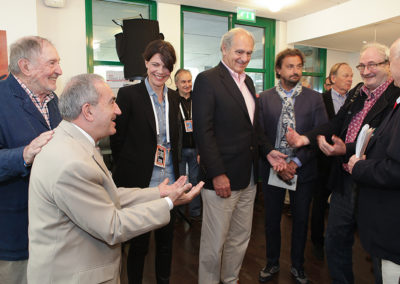 """Le bonheur des retrouvailles. Denis Lalanne et Jean Gachassin ont le plaisir d'accueillir Jean Cormier, journaliste honoraire au """"Parisien"""" et fantassin légendaire du sport et de l'amitié."""