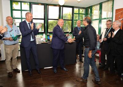 En compagnie de Guy Forget, le directeur du tournoi de Roland-Garros, Bernard Giudicelli a proclamé les résultats. Des applaudissements mérités pour David Loriot, le nouveau lauréat.