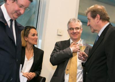 Un grand homme de presse pour présider aux destinées du cinquième jury. Directeur général des quarante-quatre radios du réseau <em>France Bleu</em>, Éric Revel est accueilli par Philippe Peyrat, Géraldine Pons et Christophe Penot.