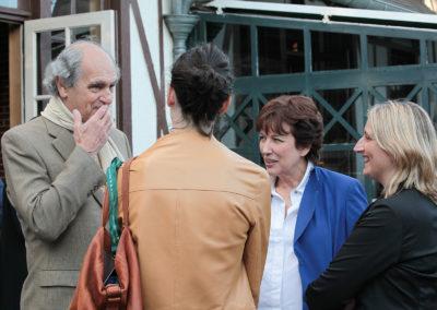Alain Deflassieux en digne compagnie. Le plus capé des journalistes de Roland-Garros entoure Roselyne Bachelot, invitée d'honneur de cette deuxième édition, ainsi que Nathalie Dechy et Isabelle Langé, toutes deux invitées ès qualités.