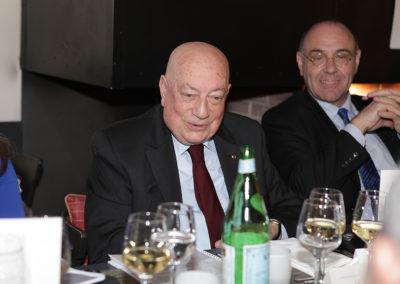 """Aux côtés de Gilbert Ysern, le sourire d'un invité d'honneur particulièrement engagé dans la défense de la francophonie. Rappelons qu'Hervé Bourges, ancien président de """"RFI"""", de """"TF1"""", de """"France Télévisions"""" et du Conseil supérieur de l'audiovisuel, est également ancien ambassadeur de France auprès de l'UNESCO."""
