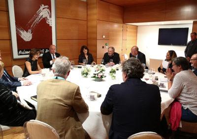 Cinq femmes et sept hommes autour de la table. Tous les regards sont tournés vers Anne Nivat, présidente du jury de ce 6<sup>e</sup> Prix Denis-Lalanne.