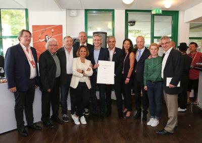Derniers sourires pour la photographie officielle. Le 5<sup>e</sup> Prix Denis-Lalanne est désormais entré dans l'histoire de Roland-Garros.