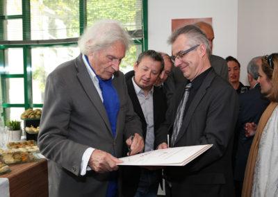 Un autre soutien précieux. Sous le regard de Denis Lalanne et de l'éditeur d'art Christophe Penot, l'Allemand Peter Klasen, iconique fondateur de la Figuration narrative dont les œuvres sont conservées dans plus de quatre-vingt musées dans le monde, ajoute son prestigieux paraphe sur le portfolio du lauréat.