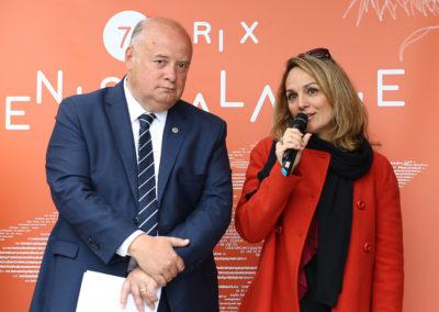 « Qualité de l'information, qualité de l'écriture et force de l'émotion », confirme Géraldine Pons, la présidente de ce septième jury. Elle peut donc appeler maintenant Laurent Favre, un heureux récipiendaire élu devant Vincent Cognet, grand reporter à <em>L'Équipe</em>.