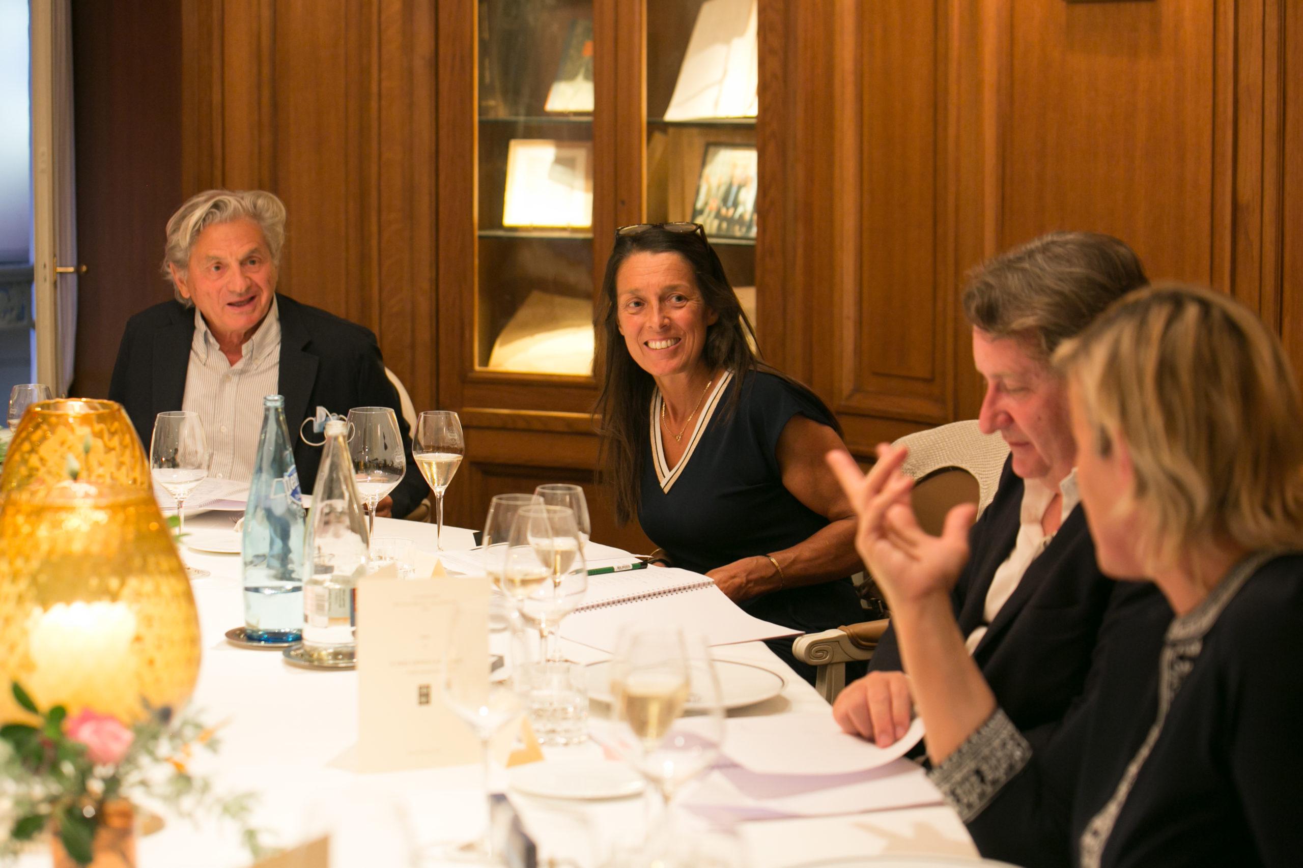 Céline Géraud à la relance ! Dans la tradition des débats enlevés, la présidente du Jury, aux côtés de Philippe Peyrat et de Nathalie Ricard Deffontaine, prolonge le dialogue avec Alain Frachon.