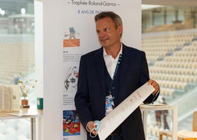 Ému et ravi. Plume remarquée de la francophonie, Christian Despont devient donc, un an après son confrère et ami Laurent Favre, le deuxième journaliste suisse à remporter le Prix Denis-Lalanne.