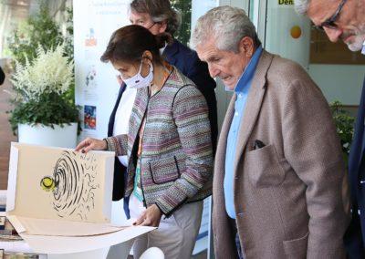 Émotion partagée. Philippe Peyrat, Amélie Oudéa-Castéra, Claude Lelouch et Gilles Moretton ouvrent à leur tour le portfolio de la neuvième édition.