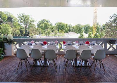 Deux tables en plein air, sur la terrasse présidentielle. Pour la deuxième année consécutive, le Prix Denis-Lalanne adapte son aimable résilience aux normes sanitaires de l'épidémie de la Covid 21.