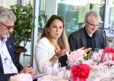 Entre Gilles Moretton et Christophe Penot, Géraldine Pons dans son rôle. Celle d'une jurée qui recherche d'année en année autant la force du style que l'information!