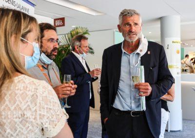 Gilles Moretton en conversation avec Élisabeth Pineau et Romain Schneider. «J'ai souvent pensé que, si je n'avais pas d'abord été joueur de tennis, j'aurais aimé être journaliste», a-t-il prévenu dans le livret de remise du Prix.